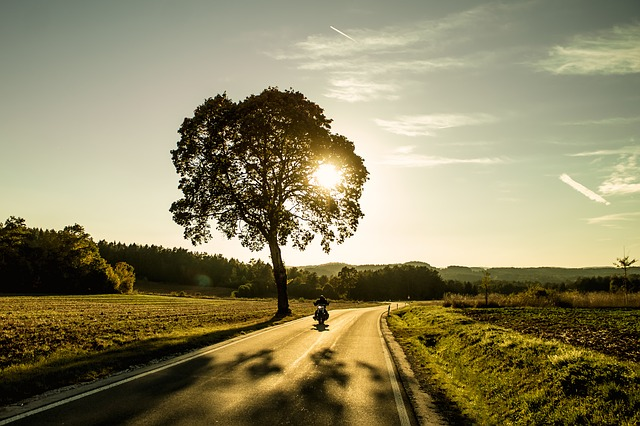 motorcycle-1620914_640